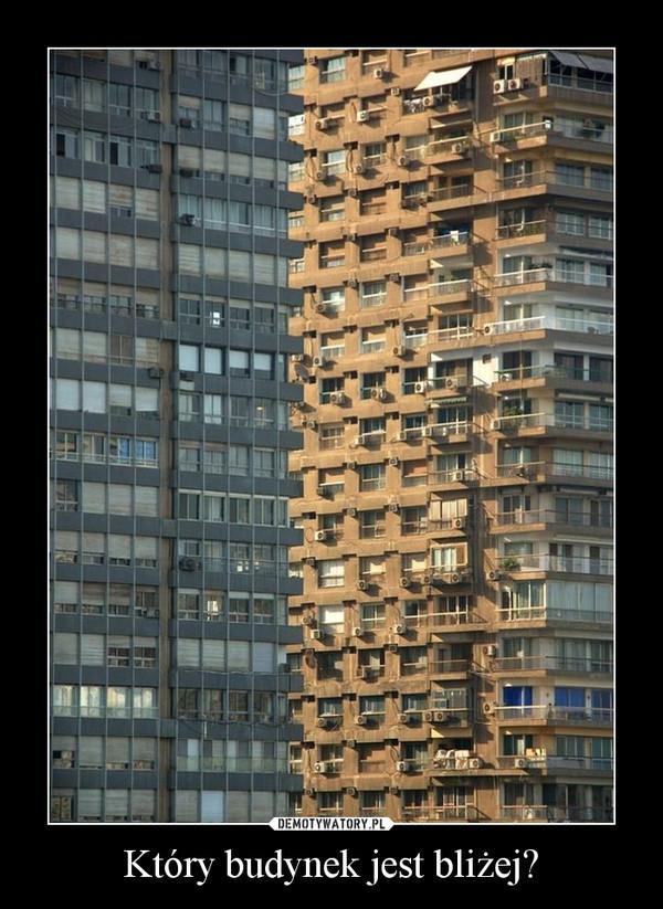Który budynek jest bliżej? –