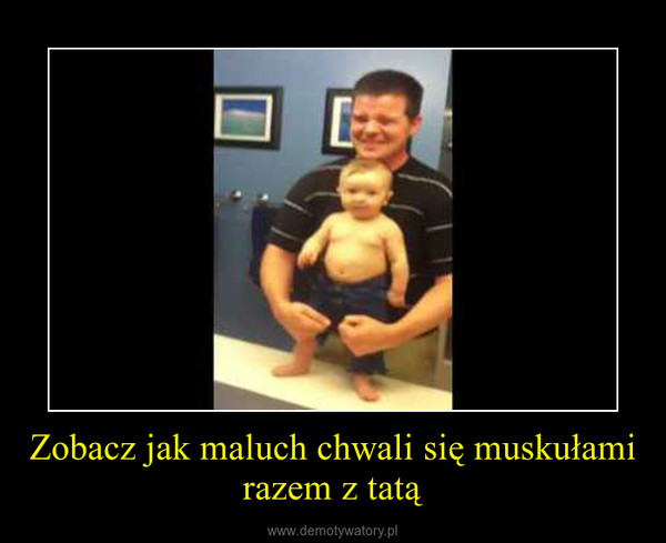 Zobacz jak maluch chwali się muskułami razem z tatą –