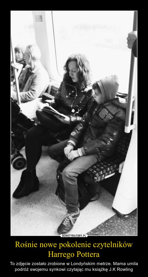 Rośnie nowe pokolenie czytelników Harrego Pottera – To zdjęcie zostało zrobione w Londyńskim metrze. Mama umila podróż swojemu synkowi czytając mu książkę J.K Rowling
