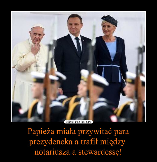 Papieża miała przywitać para prezydencka a trafił między notariusza a stewardessę! –