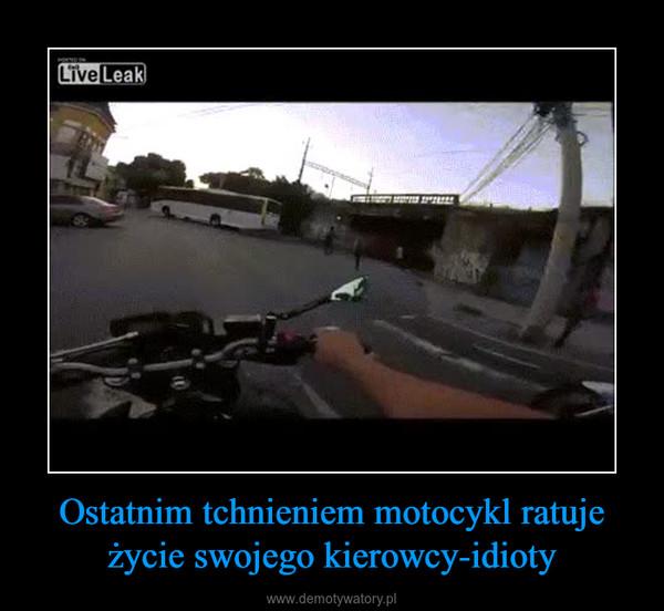 Ostatnim tchnieniem motocykl ratuje życie swojego kierowcy-idioty –