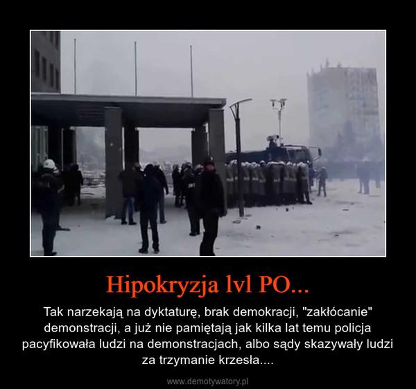 """Hipokryzja lvl PO... – Tak narzekają na dyktaturę, brak demokracji, """"zakłócanie"""" demonstracji, a już nie pamiętają jak kilka lat temu policja pacyfikowała ludzi na demonstracjach, albo sądy skazywały ludzi za trzymanie krzesła...."""