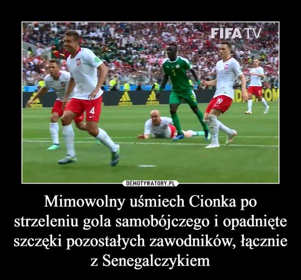 Mimowolny uśmiech Cionka po strzeleniu gola samobójczego i opadnięte szczęki pozostałych zawodników, łącznie z Senegalczykiem –