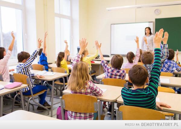 Nauczyciel ma 2,5 miesiąca urlopu i jeszcze mu mało?We wszystkie dni, w których wypoczywa uczeń, są też wolne dlaNauczyciele narzekają na zarobi, OK podwyżka, ale w wakacje i ferie zimowe niech nie dostają wypłat bo nie pracują!! kto jest za? –