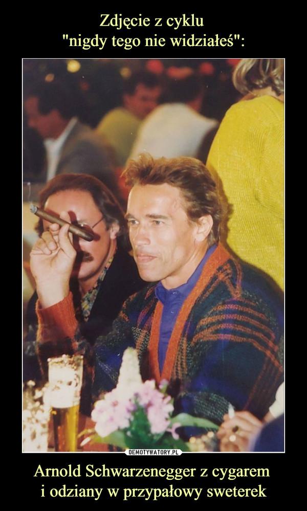 Arnold Schwarzenegger z cygarem i odziany w przypałowy sweterek –