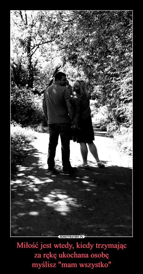 """Miłość jest wtedy, kiedy trzymającza rękę ukochana osobęmyślisz """"mam wszystko"""" –"""