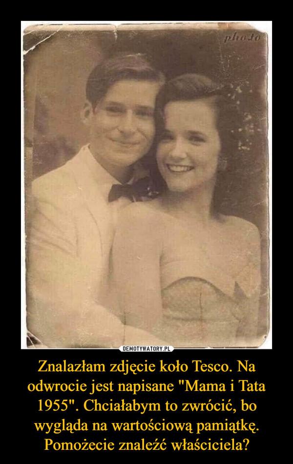 """Znalazłam zdjęcie koło Tesco. Na odwrocie jest napisane """"Mama i Tata 1955"""". Chciałabym to zwrócić, bo wygląda na wartościową pamiątkę. Pomożecie znaleźć właściciela? –"""
