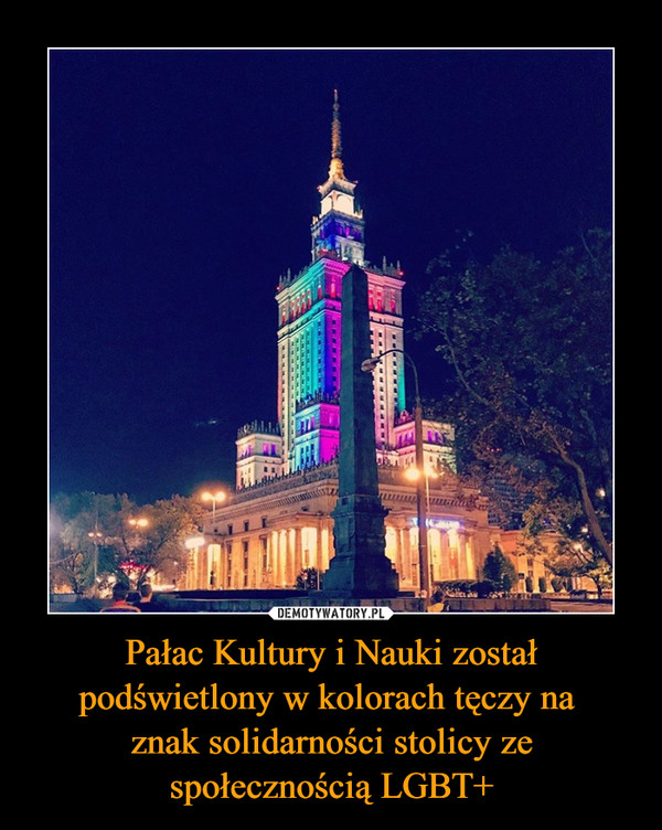Pałac Kultury i Nauki został podświetlony w kolorach tęczy na znak solidarności stolicy ze społecznością LGBT+ –