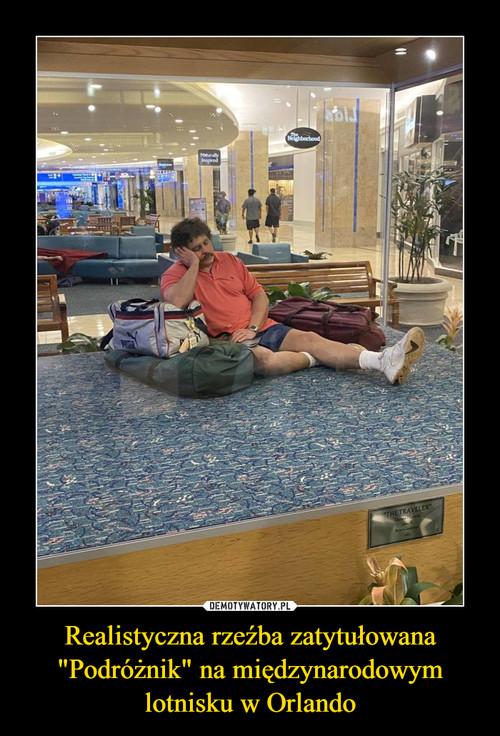"""Realistyczna rzeźba zatytułowana """"Podróżnik"""" na międzynarodowym lotnisku w Orlando"""