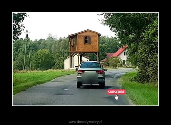 Typ wiezie domek całą drogą. – Typ wiezie domek całą drogą.