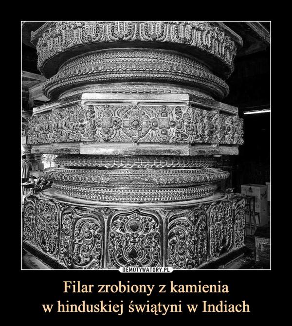 Filar zrobiony z kamieniaw hinduskiej świątyni w Indiach –